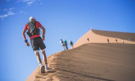 Ascender la 'Big Daddy', uno de los atractivos de los 100km del Desierto de Namibia