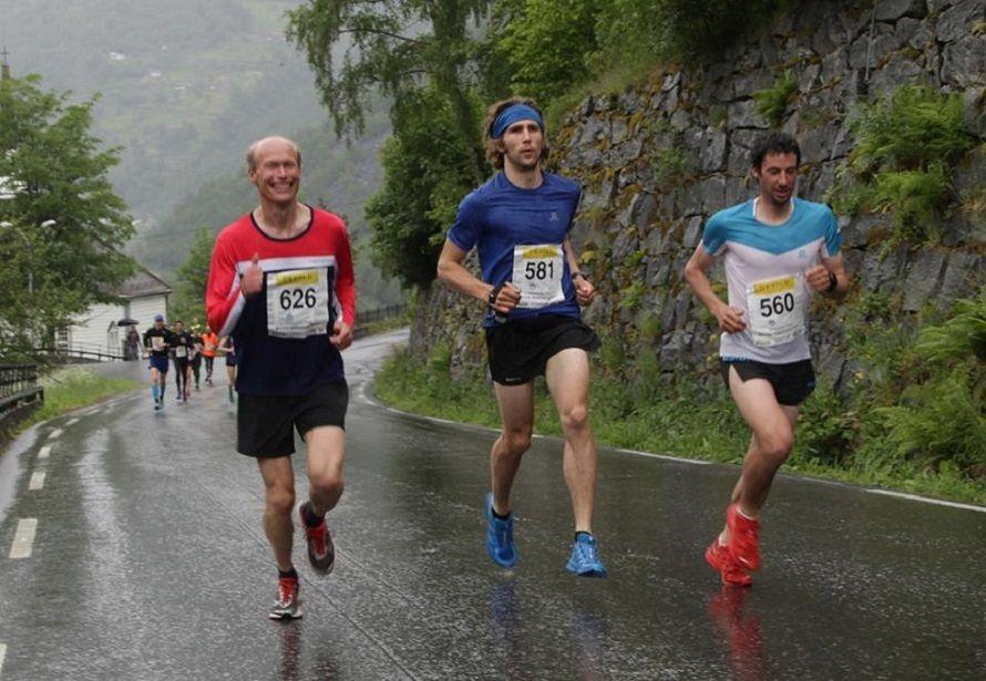 Kilian Jornet vuela en ruta con 21km con 1500+ a 4'10''/km ¿equivaldría a 1h06' en medio maratón?