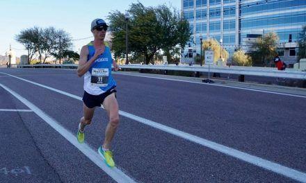 Jim Walmsley para el crono en 1h02' en un AZ Rock n Roll Half Marathon mal medido